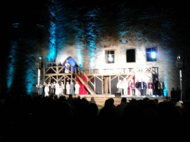 white Lady performance in the Castle